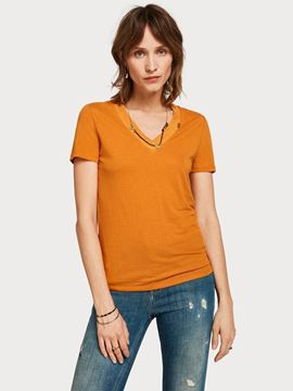 Bilde av Feminine tee with deep v neck in linen mix quality